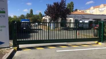 Installation d'un portail auto-portant motorisé