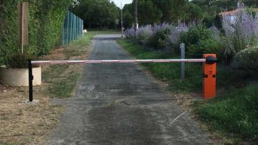 Installation d'une barrière automatique pour contrôle d'accès d'un camping
