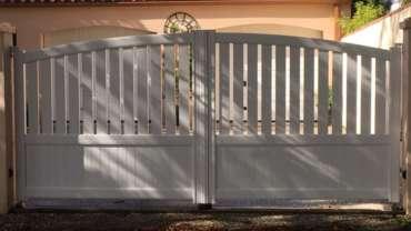 Pose d'un portail battant et d'un portillon en aluminium