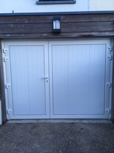 Pose d'une porte de garage battante