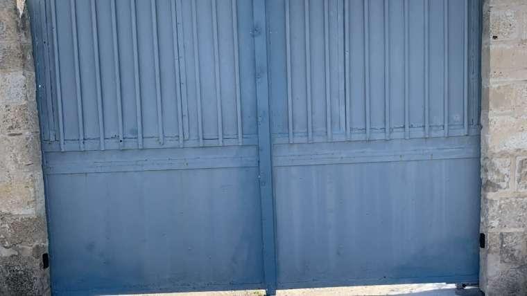 Installation motorisation entérrée pour portail battant existant.