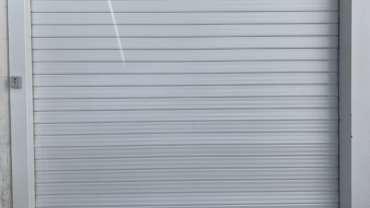 Installation grille métallique ou rideau métallique pour colléctivité.