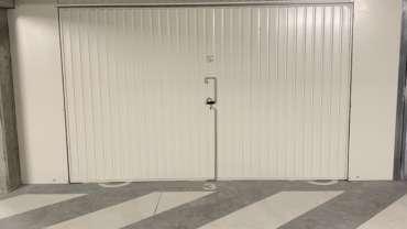 Pose de portes de box dans une résidence – Porte basculante