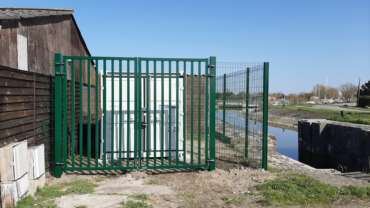 Installation clôture et portail battant industriel – Installation grille rigide
